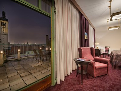 EA Hotel Royal Esprit**** - Executive Junior Suite mit der Prager Burg Blick Terrasse